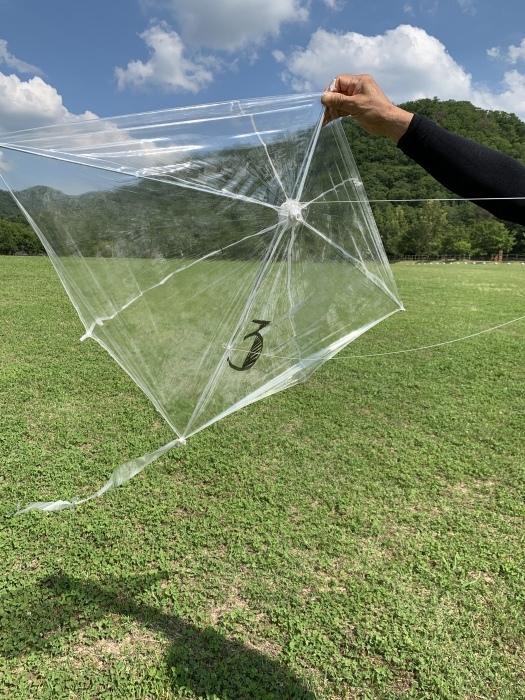 廃ビニール傘が、空を飛ぶ!!_a0166183_21174541.jpg
