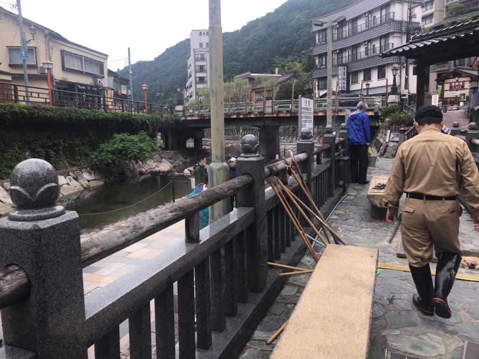 【 源泉「荒湯」の清掃 】_f0112434_18124773.jpg