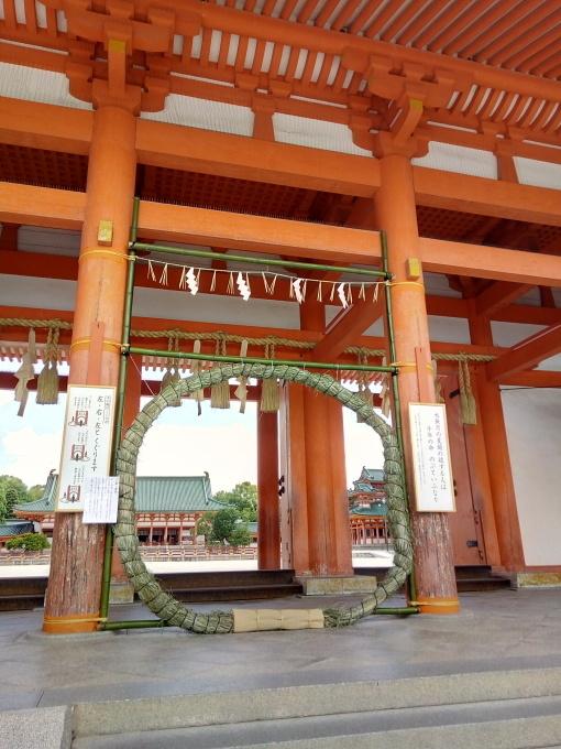平安神宮で茅の輪くぐり。手水がコロナ対策仕様に!_e0108851_09511420.jpg