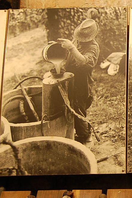 昔のバローロのワイン生産者の労働着_b0346275_04433248.jpg