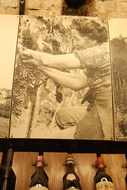 昔のバローロのワイン生産者の労働着_b0346275_04434635.jpg