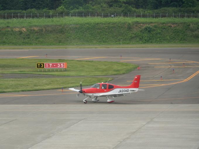 帯広空港は大幅減便中ですが・・何故か活気のあるひと時。_f0276498_12395400.jpg