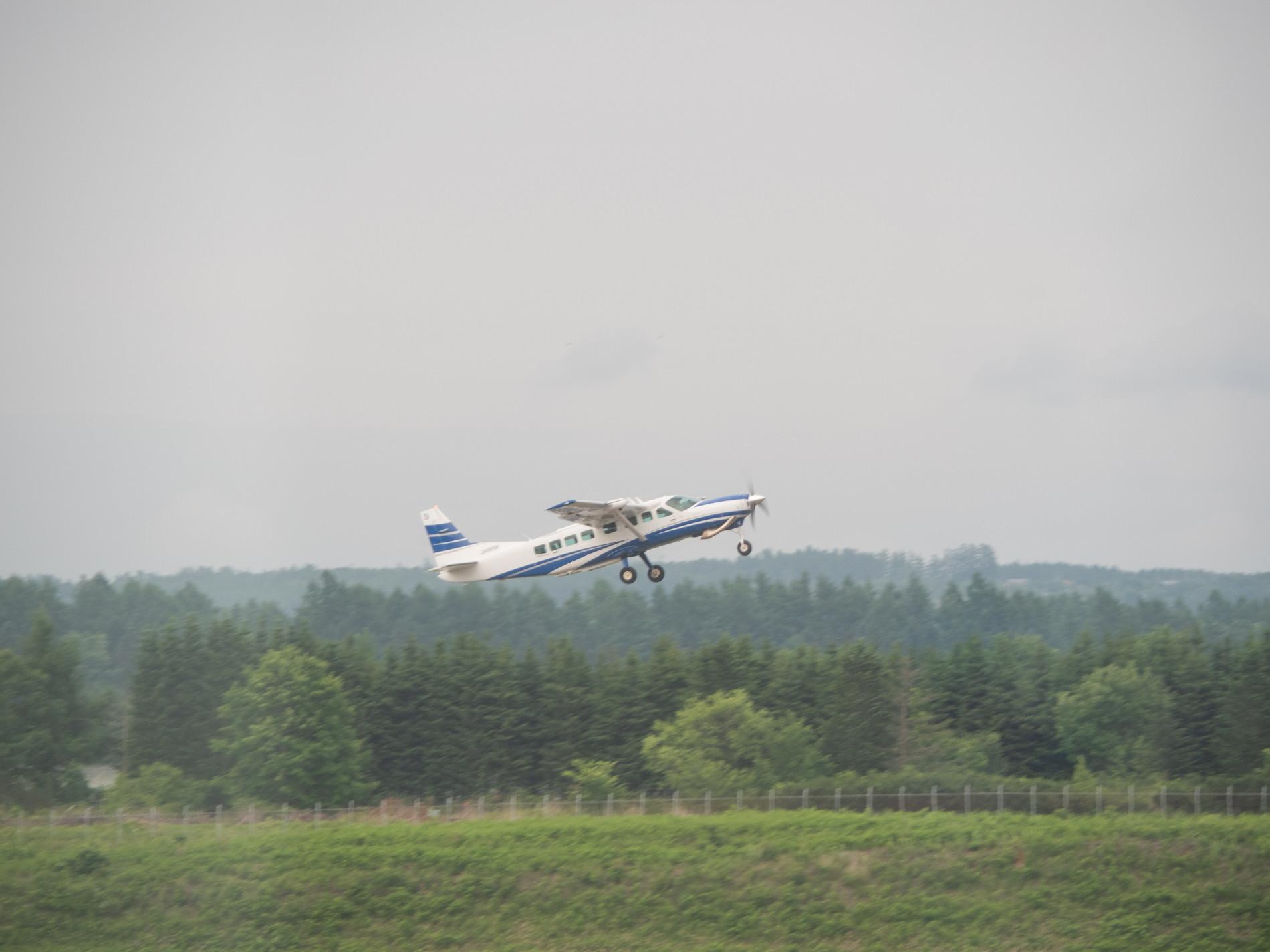 帯広空港は大幅減便中ですが・・何故か活気のあるひと時。_f0276498_12400497.jpg