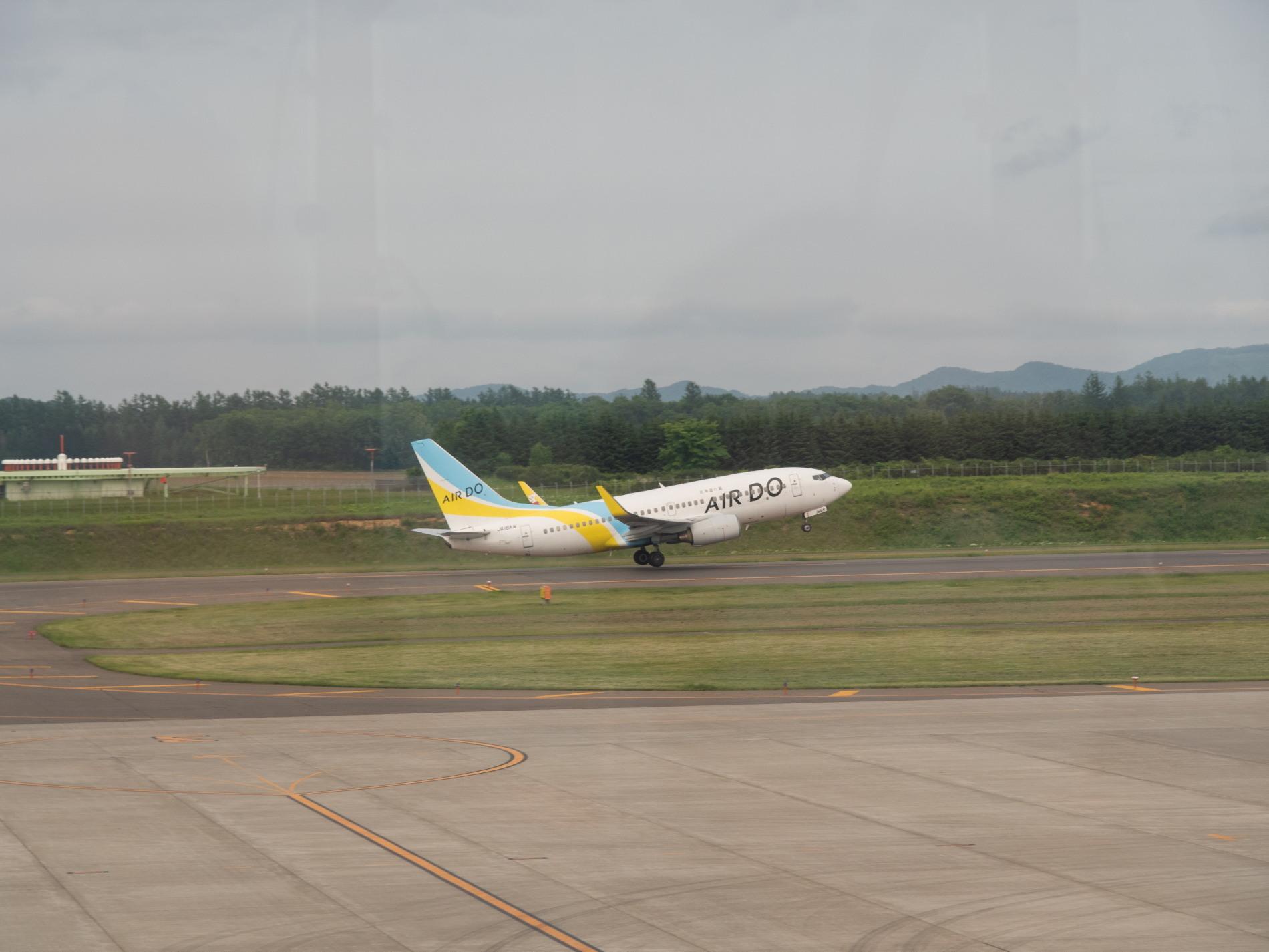 帯広空港は大幅減便中ですが・・何故か活気のあるひと時。_f0276498_12403608.jpg