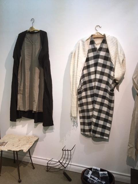 明日が最後。「Ogの自然服」の最終日であり、札幌でのクラフトの畑 Agerにおける企画展の最終日となります。_a0112812_09361605.jpg