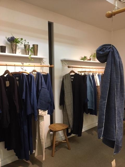 明日が最後。「Ogの自然服」の最終日であり、札幌でのクラフトの畑 Agerにおける企画展の最終日となります。_a0112812_09365399.jpg