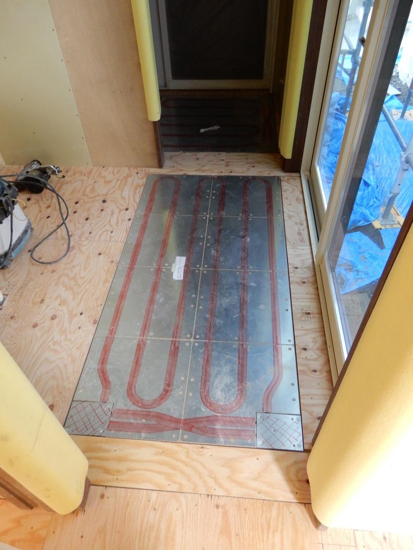 伊那市 設計事務所の家づくり 建築現場『床暖パネル設置』 _b0146238_06383543.jpg
