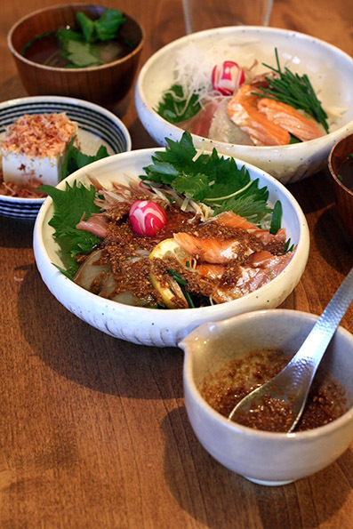 海鮮丼とロールケーキ_e0137277_17123611.jpg