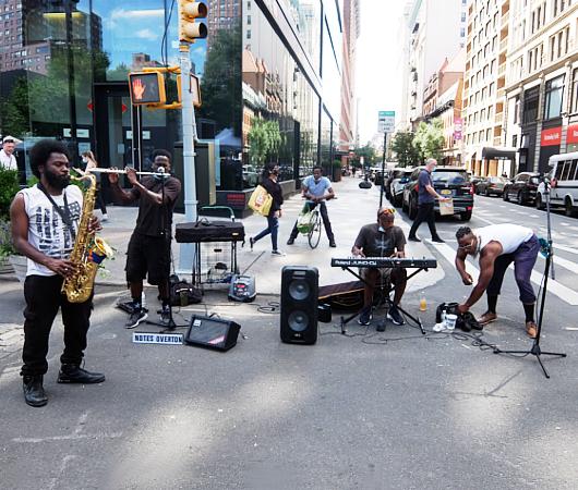フェーズ2のNY、街角に「音楽」も戻ってきています!!_b0007805_19065996.jpg