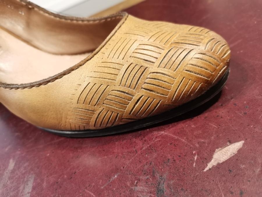 靴やバッグの油シミ「革のシミ抜きについて」_f0283816_14341027.jpg