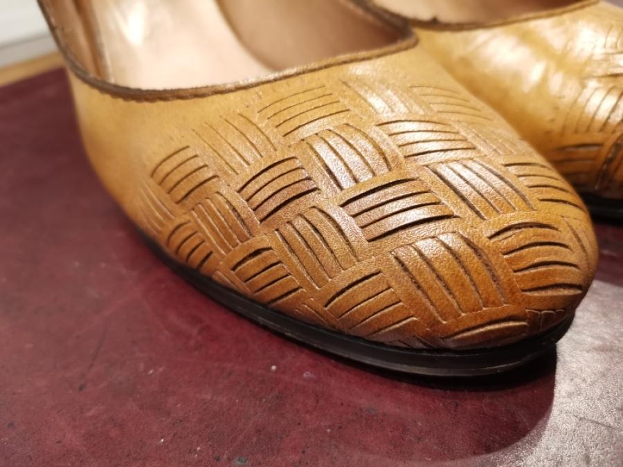 靴やバッグの油シミ「革のシミ抜きについて」_f0283816_14341119.jpg