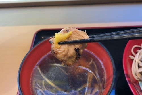 335杯目:富士そば池袋西口店で柚子香る炭火鶏つけそば_f0339637_10463434.jpg