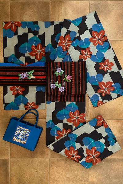 鮮やかな銘仙の単衣に立体刺繍のクレマチスの小物を合わせた着物コーデ_e0333647_16172218.jpg