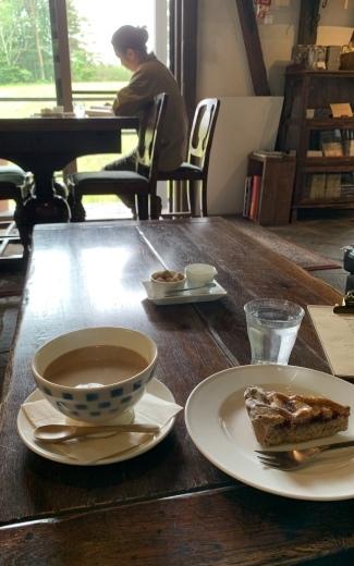 【山の中のカフェと直観療法】_d0266448_12442106.jpeg