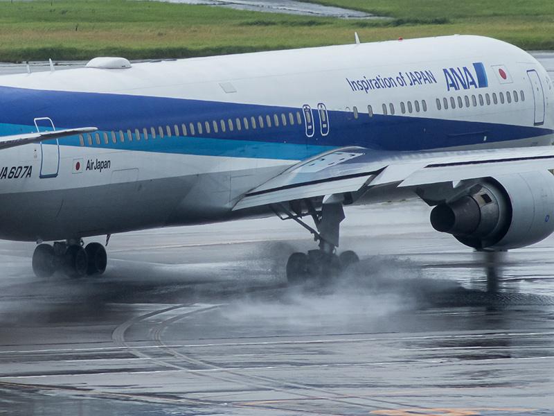 雨の羽田空港_a0003650_22555493.jpg