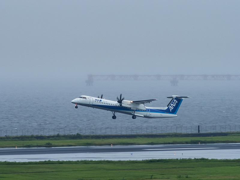 雨の羽田空港_a0003650_23050277.jpg