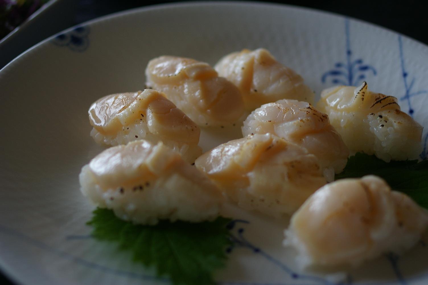 炙り帆立貝柱の握りと『夕食、簡単なものでいいよ』について_d0327373_19495869.jpg