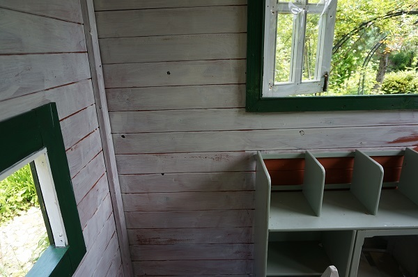 赤ずきんのおばあさんのお家、壁塗り_e0365880_20410737.jpg