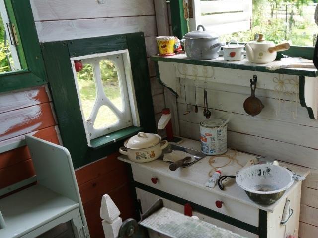 赤ずきんのおばあさんのお家、壁塗り_e0365880_20412075.jpg