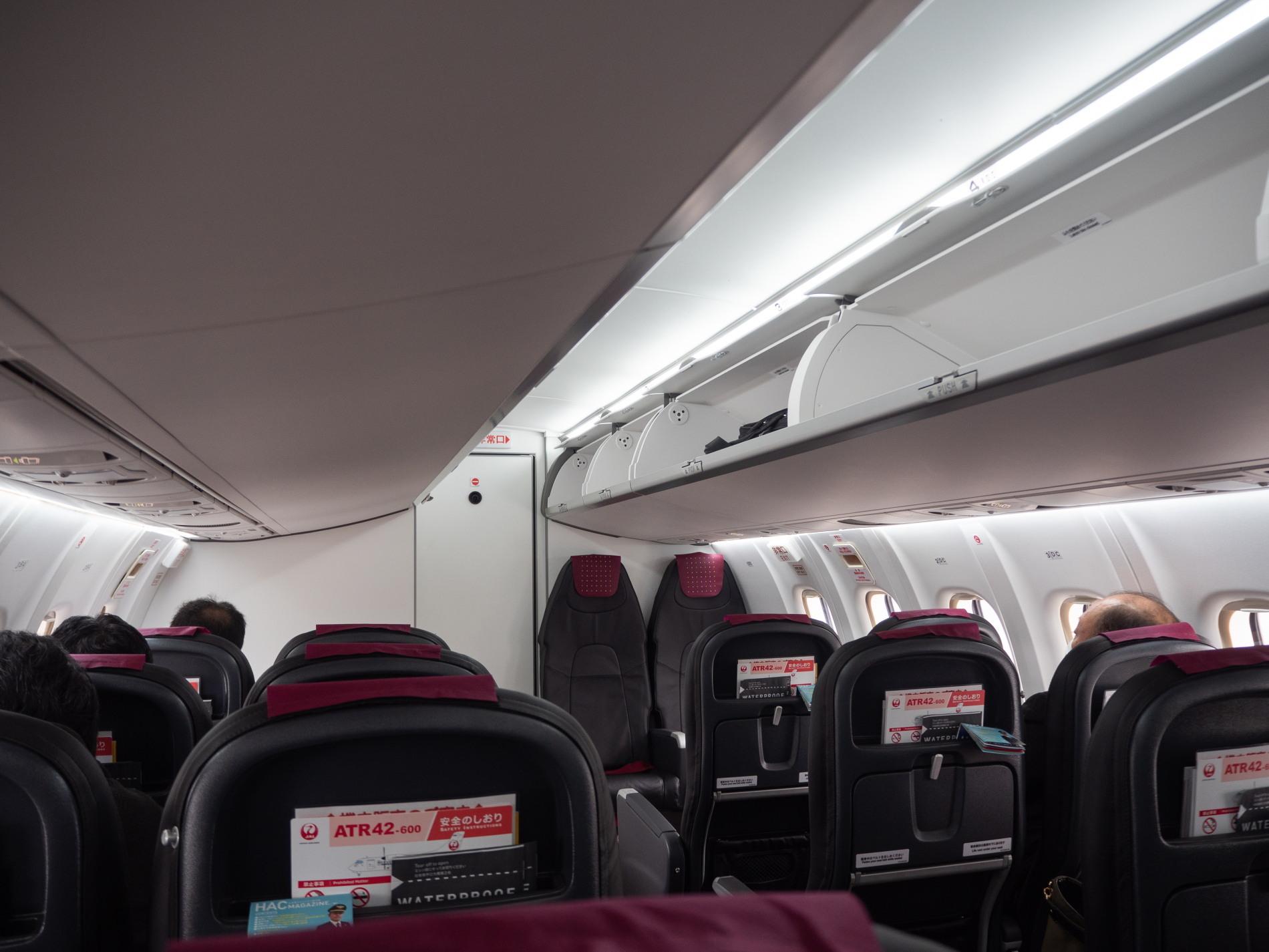 北海道エアシステムの新機材ATR42に乗って・・函館へ(1)_f0276498_13175613.jpg