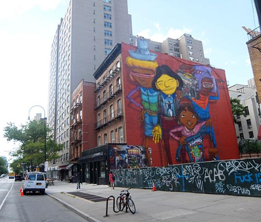 NYでは、ストリート・アートが家の価値を押し上げる?!_b0007805_21123400.jpg