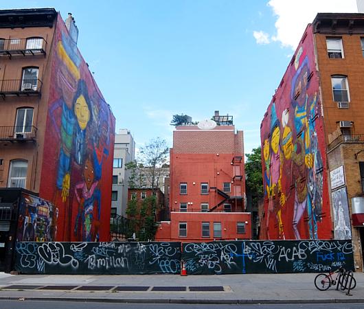 NYでは、ストリート・アートが家の価値を押し上げる?!_b0007805_22483449.jpg