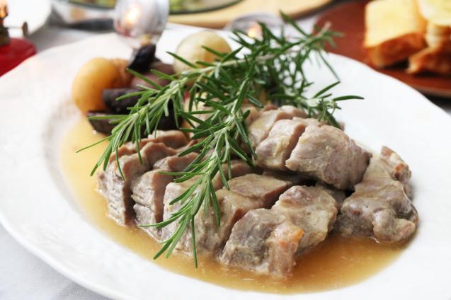 豚肩ロース肉のダッチオーブン焼き_d0377645_23042312.jpg