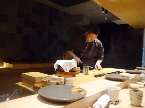 渋谷「熟成鮨 万」へ行く。_f0232060_14112223.jpg