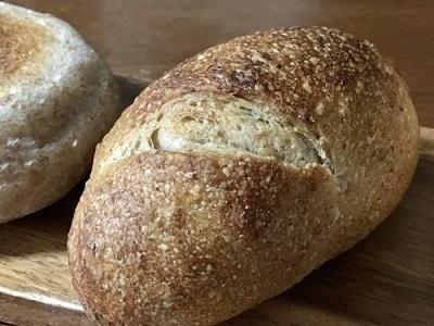ケンタッキー デラックス チキンフィレ サンドとKIBIYAベーカリーのパン_f0231189_21240545.jpg