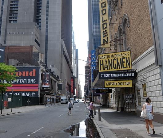 ブロードウェイ・ミュージカルの劇場街の様子、本日7/3から映画版『ハミルトン』公開_b0007805_06094687.jpg