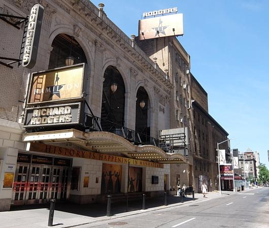 ブロードウェイ・ミュージカルの劇場街の様子、本日7/3から映画版『ハミルトン』公開_b0007805_06112100.jpg