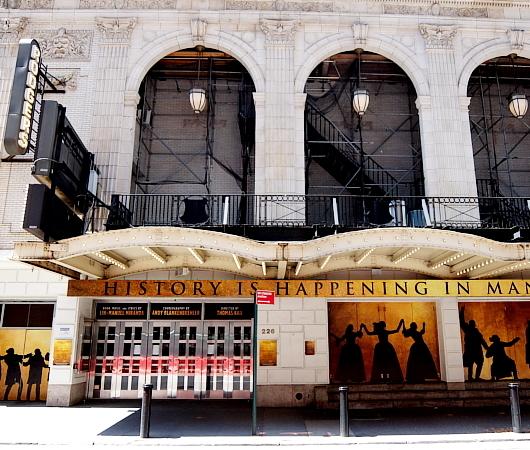 ブロードウェイ・ミュージカルの劇場街の様子、本日7/3から映画版『ハミルトン』公開_b0007805_06113881.jpg