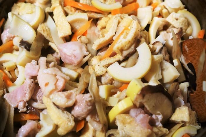 ■【竹の子入り7品目の五目飯】酢飯+甘辛炒め煮具材を後混ぜタイプです。_b0033423_00143267.jpg