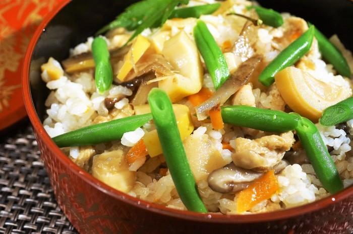 ■【竹の子入り7品目の五目飯】酢飯+甘辛炒め煮具材を後混ぜタイプです。_b0033423_00270172.jpg