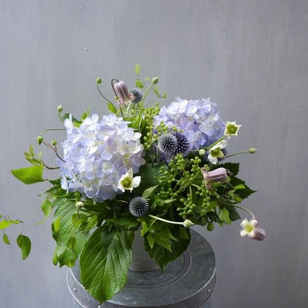 オークリーフ(紫陽花を入れたアレンジメント)_f0049672_15235680.jpg
