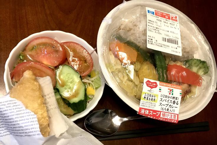 1/2日分の野菜!スパイス香るスープカレー(セブン)_c0212604_1252369.jpg