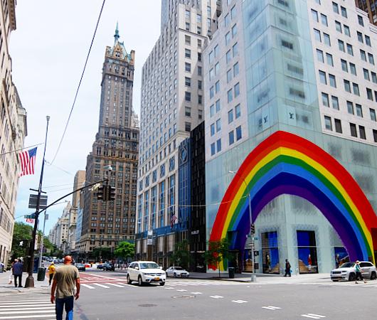 大きな虹のかかった、ルイ・ヴィトンNY5番街店_b0007805_22043603.jpg