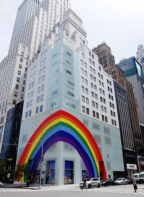大きな虹のかかった、ルイ・ヴィトンNY5番街店_b0007805_22081909.jpg