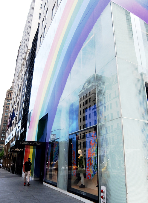 大きな虹のかかった、ルイ・ヴィトンNY5番街店_b0007805_22090708.jpg