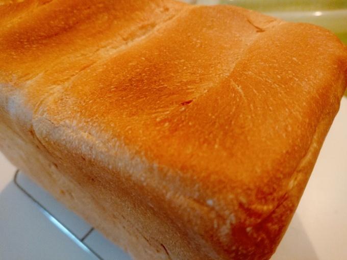 アイチアカと昨日のリベンジ食パン_f0035506_19561074.jpg