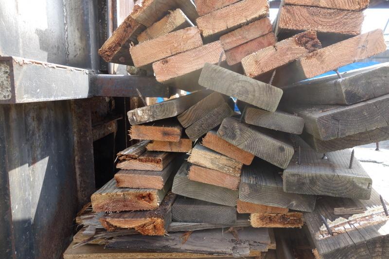 杉の赤身と白太 ウッドデッキ_e0156341_07143495.jpg