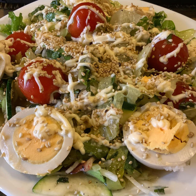 野菜をついばみつつ待つうずら卵の燻製の仕上がり。_a0334793_11580620.jpg