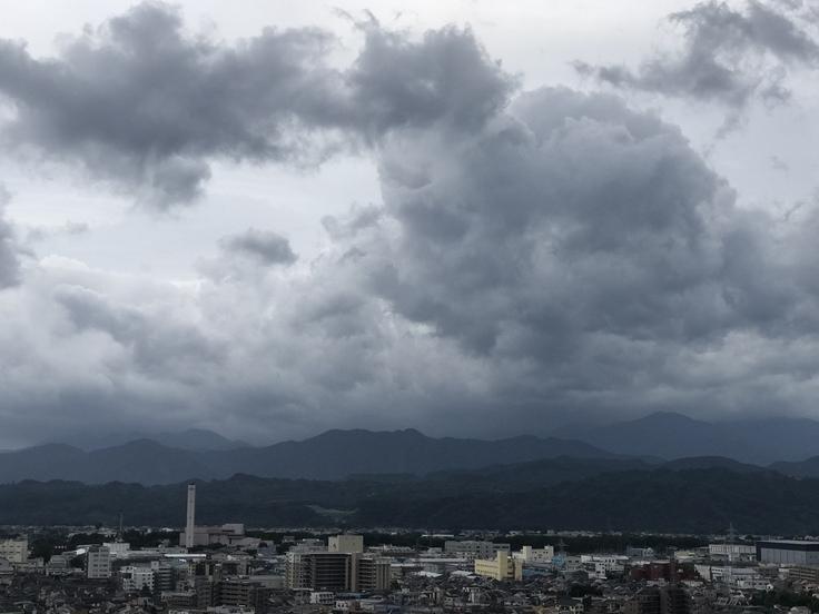 おはよう丹沢!黒い雲と強い風。_c0212604_712819.jpg