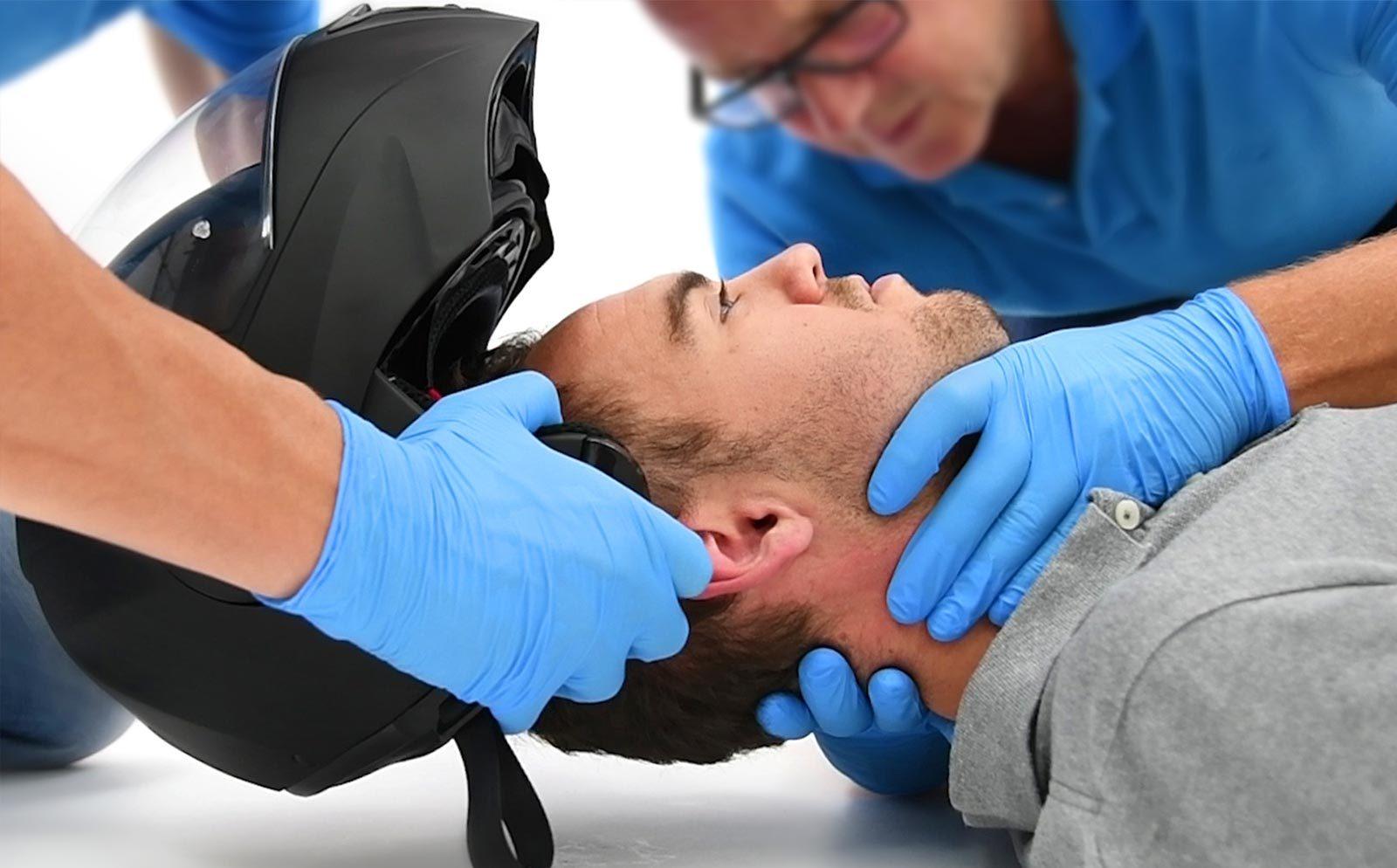 脊椎損傷疑いのアスリートの搬送前措置 (Prehospical Care of the Spine-Injured Athlete)に関する最新推奨事項、その1。_b0112009_15465832.jpg