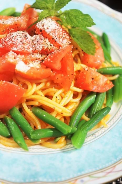 ■昼パスタ【ハウス完熟トマトのミートソースで簡単美味しいパスタ/スダチソーダ♪】_b0033423_20553175.jpg