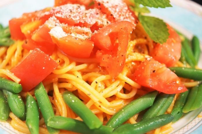 ■昼パスタ【ハウス完熟トマトのミートソースで簡単美味しいパスタ/スダチソーダ♪】_b0033423_20554503.jpg