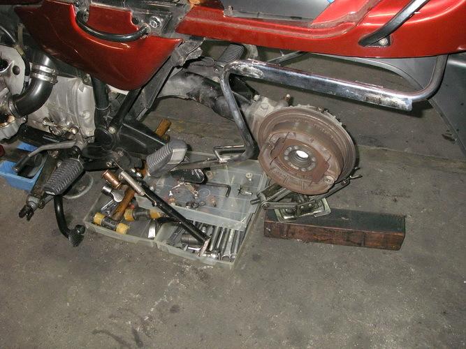 BMW  R100RT ニュートラルスイッチよりオイル漏れ_e0218639_10090196.jpg