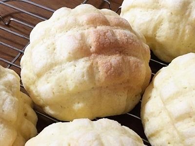 発酵バター香るサクサクメロンパンとマルゲリータ_f0231189_23013579.jpg