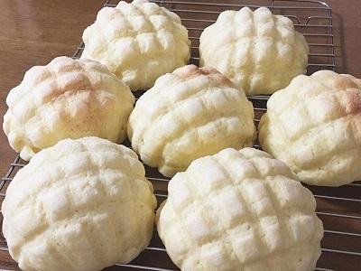 発酵バター香るサクサクメロンパンとマルゲリータ_f0231189_23015037.jpg