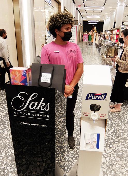 サックス・フィフス・アベニューNY五番街店のコロナ対策 #SAKS♥NYC_b0007805_01281828.jpg